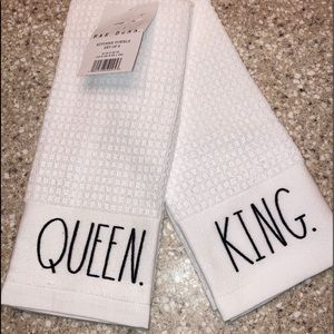 NWT Kitchen Towels (Set of 2) Rae Dunn QUEEN/KING